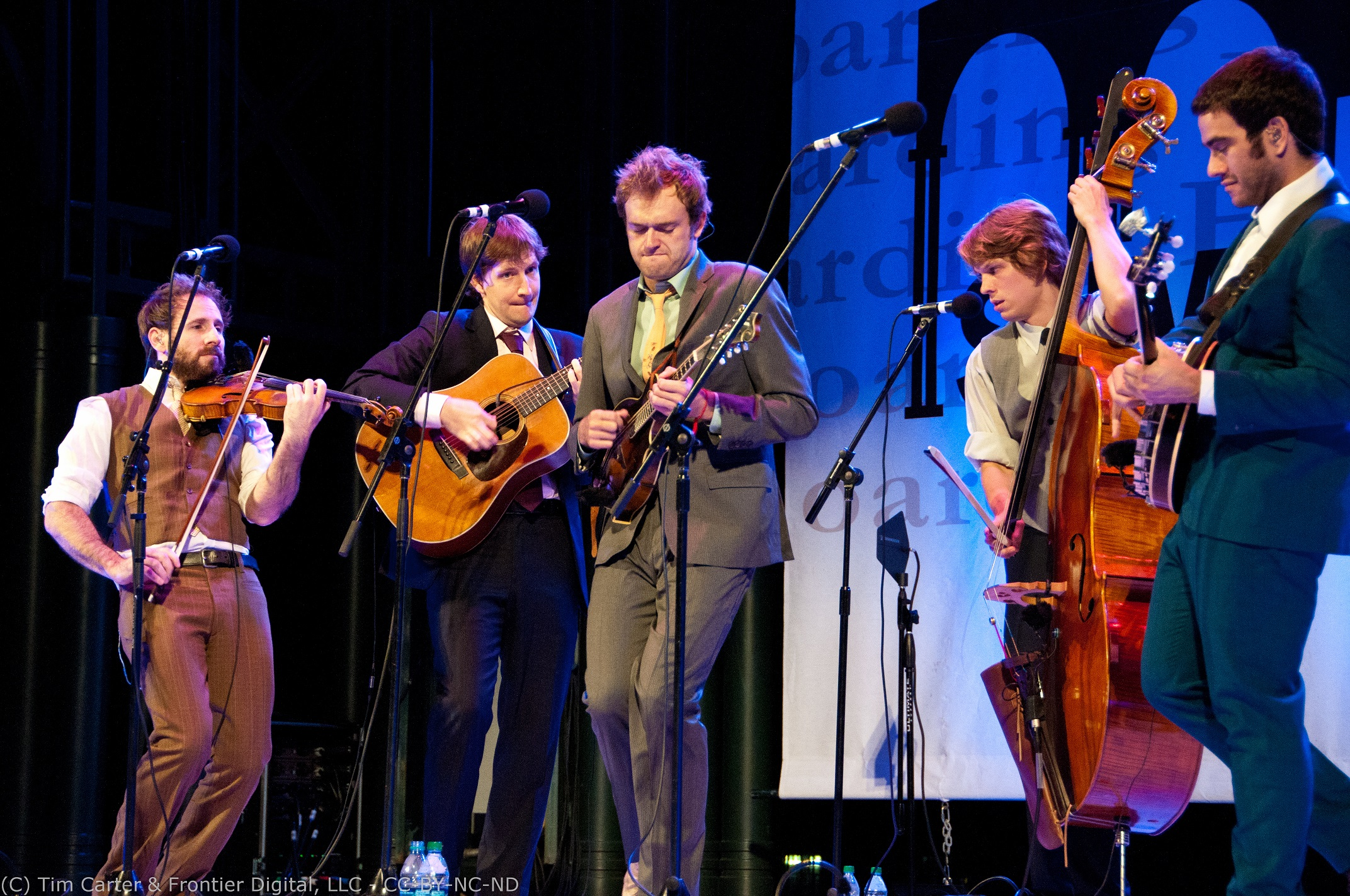 Punch Brothers live © Tim Carter 2011 / https://www.flickr.com/photos/streamingmeemee/6269715672/