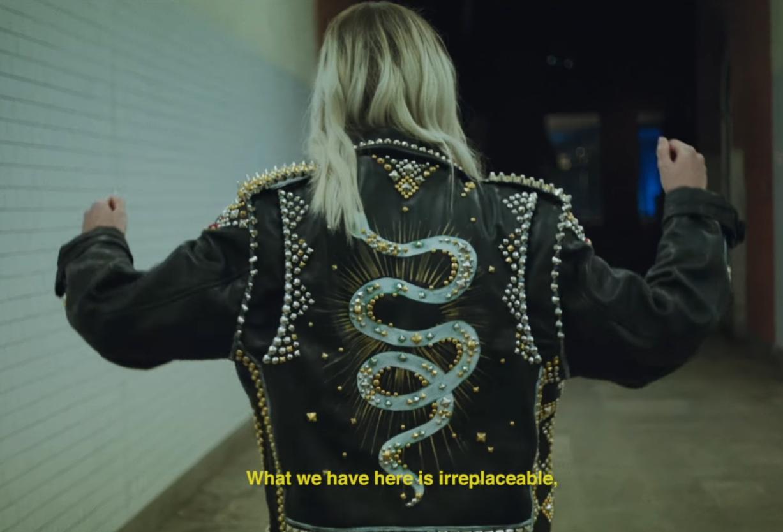"""""""Don't Leave"""" still - Snakehips & MØ"""