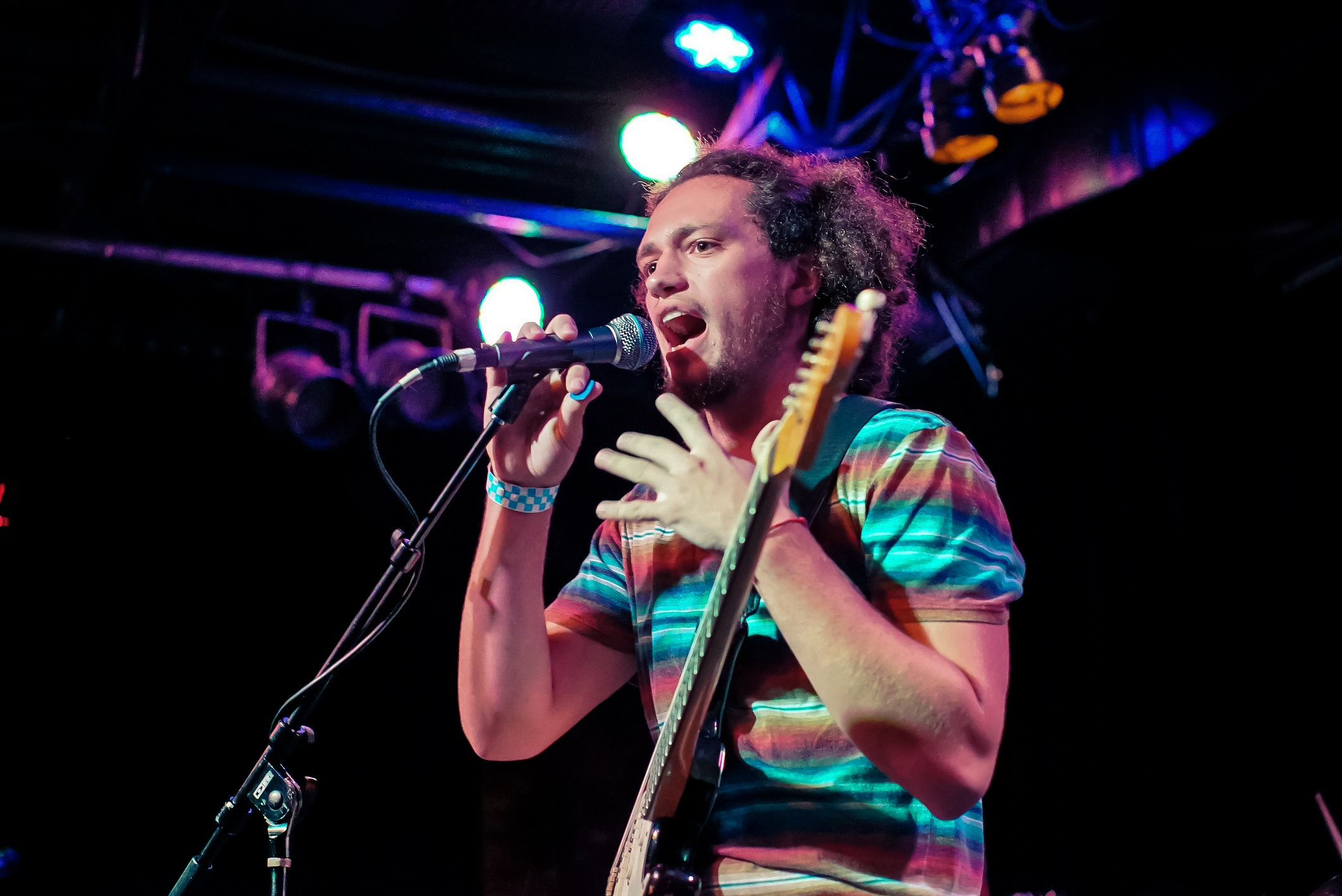 """Harry Jay Smith & The Bling perform """"Black Cloud"""""""