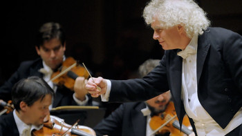 Simon Rattle conducting the Berliner Philharmoniker in 2010